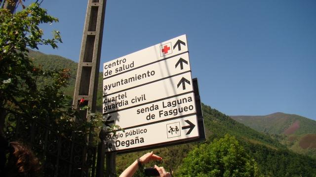 Degaña, señalización vertical hacia Lagunas de Fasgueo