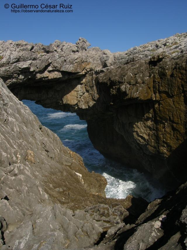 Salto o Puente del Caballo, Playa de Cobih.eru/Cobijeru, Buelna (Llanes-Asturias)
