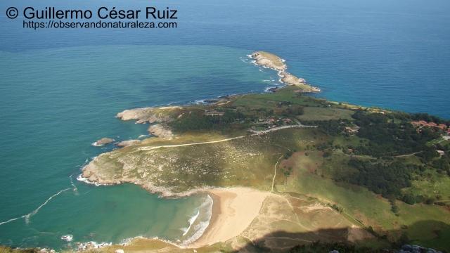 Cabo Cebollero o Punta de Sonabia y Playa de Valdearenas o Sonabia desde Arcos de Llanegro u Ojos del Diablo