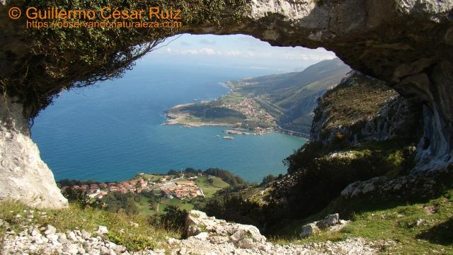 Sonabia, Islares, Cerdigo y Allendalagua a través del Ojo Grande de los Arcos de Llanegro u Ojos del Diablo