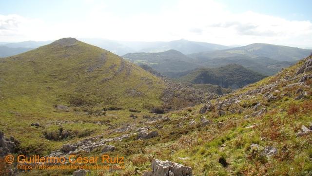 Vista atrás, tercer collado, Tueros y Hoya Tueros, al fondo Alto de Guriezo